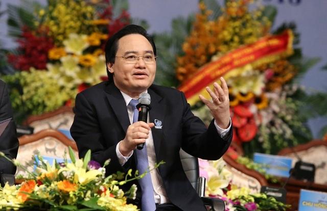 Bộ trưởng Bộ Giáo dục & Đào tạo Phùng Xuân Nhạ cho rằng nên giao cho SV chủ nhiệm đề tài NCKH vì SV có sức trẻ, sự sáng tạo, hiện tại có cả môi trường và các kênh kết nối thúc đẩy NCKH.