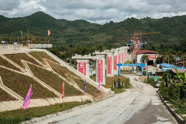 Công trình đường sắt Trung Quốc - Lào do Tập đoàn Đường sắt Trung Quốc xây dựng tại Luang Prabang, Lào. (Ảnh: Bloomberg)