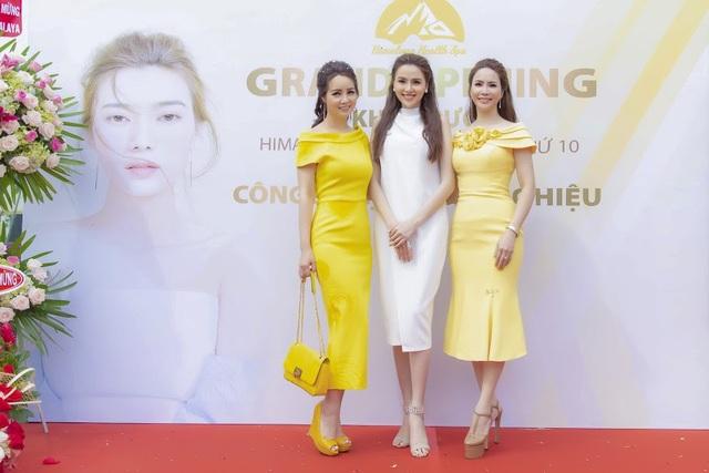 Diễn viên Mai Thu Huyền – Hoa hậu Diễm Hương đọ sắc cùng chủ tịch Vũ Kim Anh.