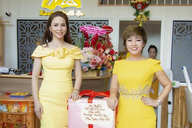 Nữ doanh nhân Nguyễn Thanh Tú – Chủ tịch tập đoàn TLM group có mặt đầu tiên để mở hàng chúc mừng spa.