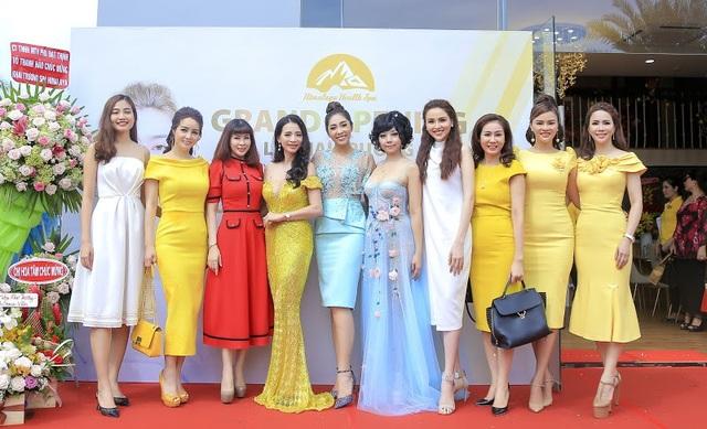 Hoa hậu biển Ninh Hoàng Ngân, Diễn viên Mai Thu Huyền, Hoa hậu đại dương Thu Thảo, Hoa hậu Diễm Hương, siêu mẫu Vũ Thu Phương cùng các doanh nhân tham dự chương trình.