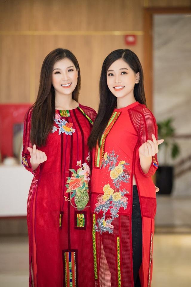 Tại sự kiện, Phí Thùy Linh cũng lần đầu có dịp gặp Phương Nga ở ngoài đời. Cả hai nhanh chóng trở nên thân thiết bởi có chung sở thích về nhảy hiện đại.