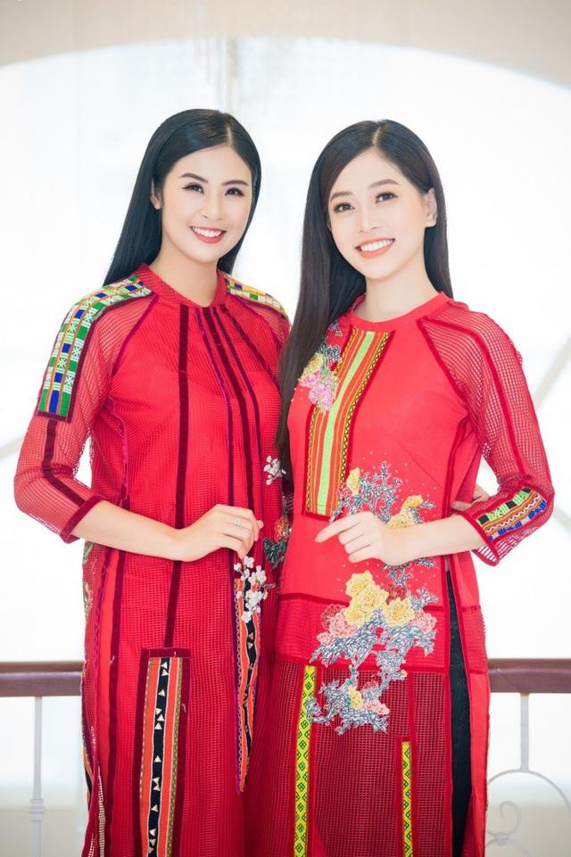 """Với riêng Phương Nga, Ngọc Hân biết đến """"đàn em"""" trong đêm chung kết Hoa hậu Việt Nam 2018. Cô kể, khi ngồi trang điểm cùng các thí sinh ở hậu trường đêm chung kết, cô quan sát Phương Nga và thấy đây là một cô gái xinh đẹp, thông minh và tính cách rất dễ thương."""