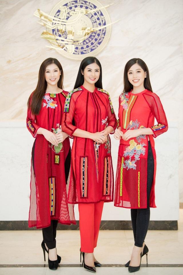 Á hậu Phương Nga và Hoa hậu Áo dài Phí Thùy Linh cũng đến ủng hộ cho vai trò đại sứ của Ngọc Hân, đồng thời trình diễn một số mẫu áo dài của Hoa hậu Việt Nam 2010.