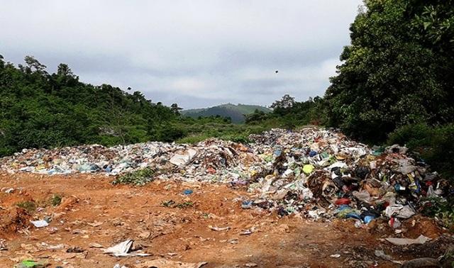 Bải xử lý rác thải huyện Minh Hóa (Ảnh: M.V).