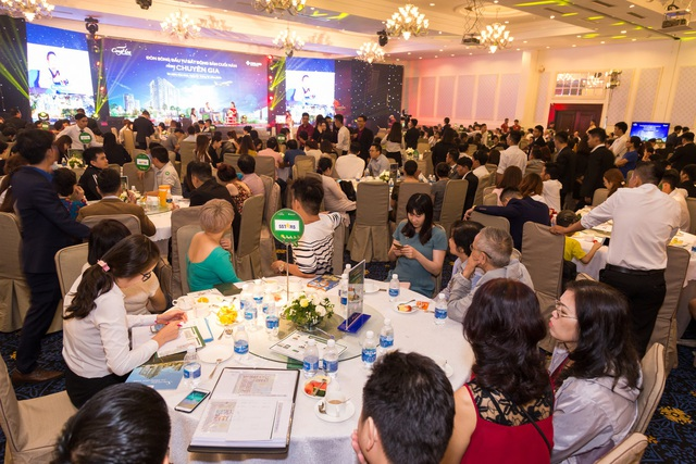 Hàng trăm khách hàng tham gia sự kiện được chia sẻ những thông tin hữu ích giúp dễ dàng tìm kiếm một cơ hội sinh lời từ bất động sản.