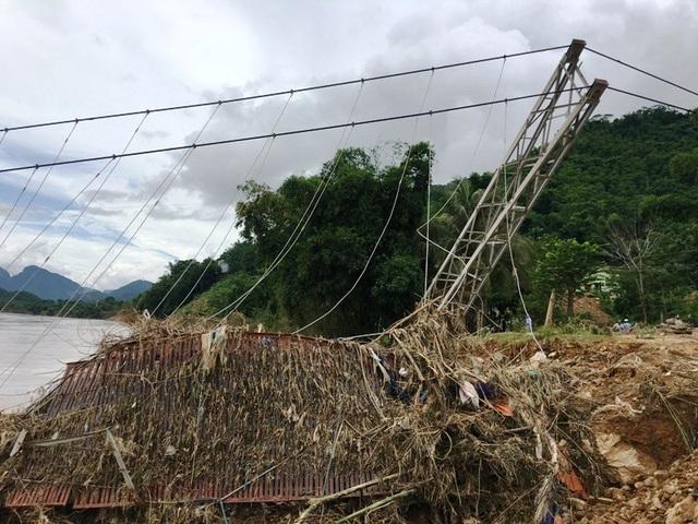 Đã nhiều tháng trôi qua, cây cầu vẫn chưa được khắc phục, sửa chữa hay làm mới.