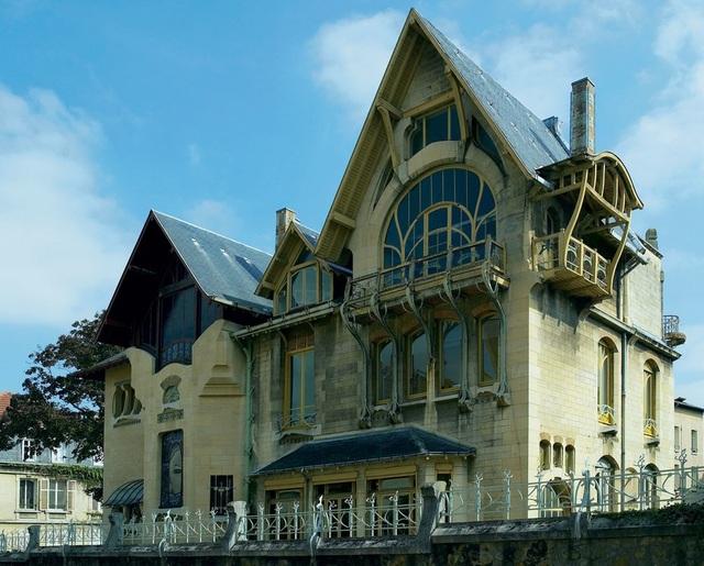 Ngôi nhà có thiết kế như bước ra từ một câu chuyện cổ tích này là sản phẩm của hai kiến trúc sư Henri Sauvage và Louis Majorelle. Được biết, đây cũng chính là một trong những công trình kiến trúc theo trường phái Art nouveau (Tân nghệ thuật) đầu tiên được xây dựng tại nước Pháp.