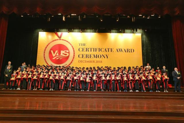 114.875 học viên VUS nhận chứng chỉ quốc tế.