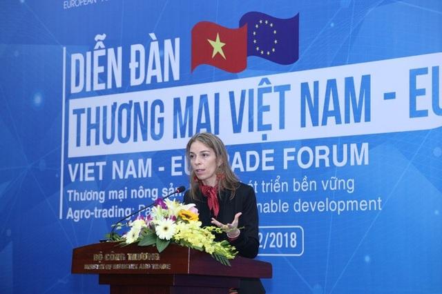 Bà Miriam Garcia Ferrer - Trưởng ban kinh tế và thương mại, Phái đoàn Liên minh châu Âu tại Việt Nam phát biểu tại Diễn đàn