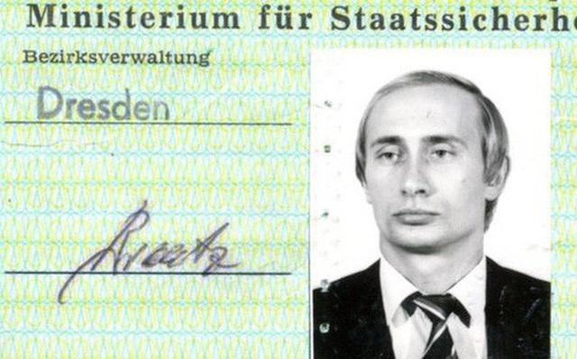 Thẻ nhân viên Stasi được cho là phát hành cho ông Putin những năm 1980. (Ảnh: RIA)
