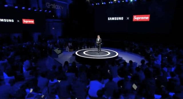 Sự kiện hợp tác giữa Samsung Trung Quốc và thương hiệu thời trang Supreme bị cư dân mạng bóc mẽ.