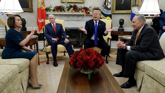 (Từ trái qua phải) Bà Nancy Pelosi, ông Mike Pence, ông Donald Trump và ông Chuck Schumer (Ảnh: Fox News)