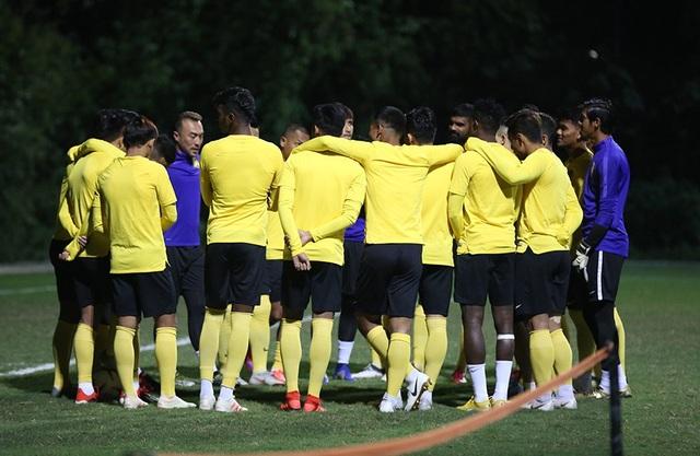 Đội tuyển Malaysia không mặc áo khoác, làm quen với cái lạnh tại Hà Nội - 15