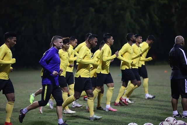 Đội tuyển Malaysia không mặc áo khoác, làm quen với cái lạnh tại Hà Nội - 13