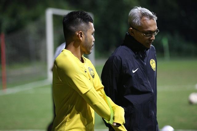 Đội tuyển Malaysia không mặc áo khoác, làm quen với cái lạnh tại Hà Nội - 8