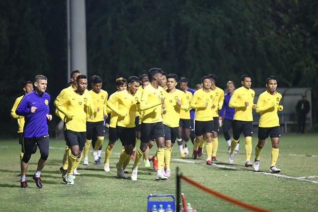 Đội tuyển Malaysia không mặc áo khoác, làm quen với cái lạnh tại Hà Nội - 6
