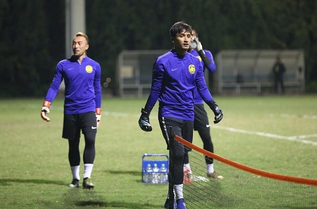 Đội tuyển Malaysia không mặc áo khoác, làm quen với cái lạnh tại Hà Nội - 5
