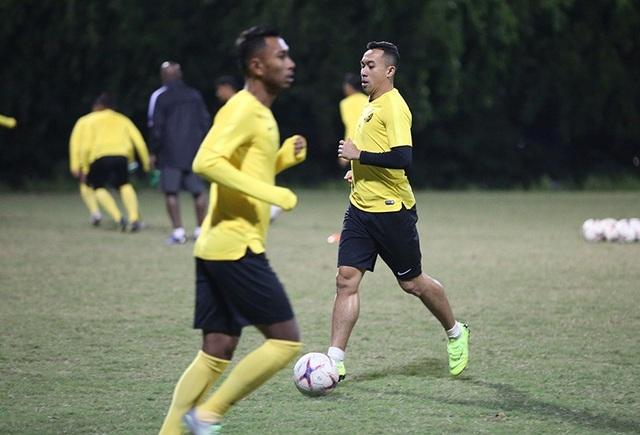 Đội tuyển Malaysia không mặc áo khoác, làm quen với cái lạnh tại Hà Nội - 2