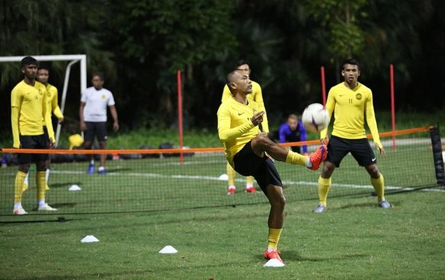 Đội tuyển Malaysia không mặc áo khoác, làm quen với cái lạnh tại Hà Nội - 1