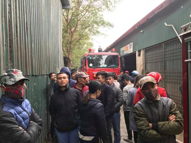 Cháy lớn sát trụ sở Liên đoàn Bóng đá Việt Nam, 2 ô tô bị thiêu rụi - Ảnh 8.