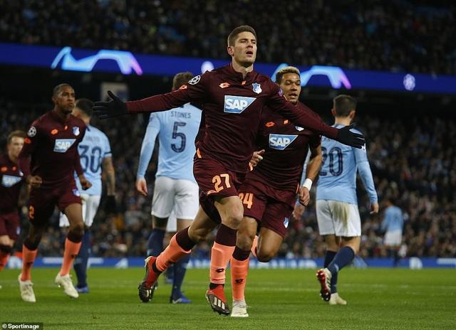 Kramaric ăn mừng sau ghi bàn cho đội khách mở tỉ số