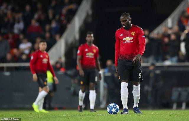 Sự thất vọng của Lukaku và các cầu thủ Man Utd sau khi bị Valencia ghi bàn