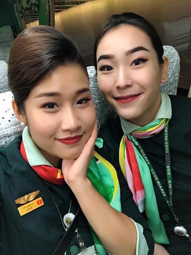 Chung Thể Hồng (còn được gọi là Hồng Chung, sinh năm 1991) hiện đang là tiếp viên hàng không cho hãng hàng không Eva Air tại Đài Loan (TQ). Cô nàng là người Việt gốc Hoa, sinh ra và lớn lên ở Sài Gòn.