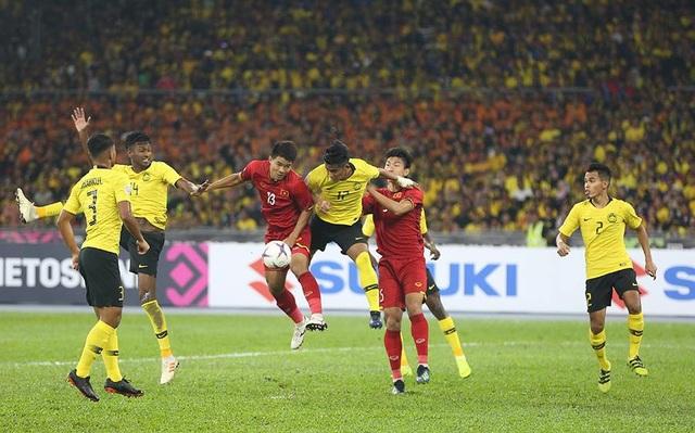 Hà Đức Chinh (13) trong trận đấu với Malaysia ở lượt đi chung kết AFF Cup 2018 (ảnh: Huyền Trang)