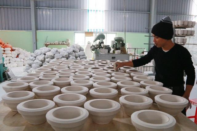 Nghề làm gốm ở làng Bạch Liên (làng gốm Bồ Bát) hồi sinh hơn 10 năm nay.