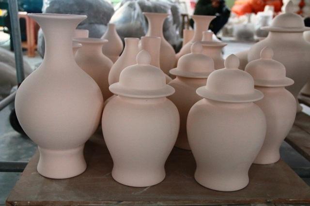 Những sản phẩm gốm độc đáo do những người thợ lành nghề ở Bạch Liên làm ra.