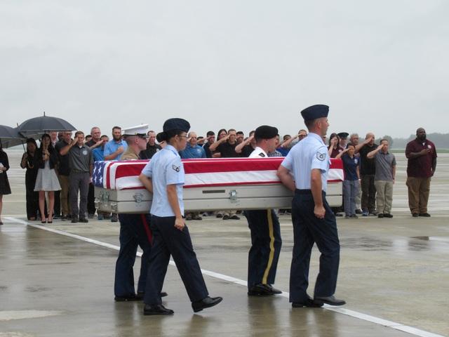 Lễ hồi hương ba hài cốt quân nhân Mỹ tại sân bay Đà Nẵng ngày 11/12 (Ảnh: Đại sứ quán Mỹ tại Việt Nam)