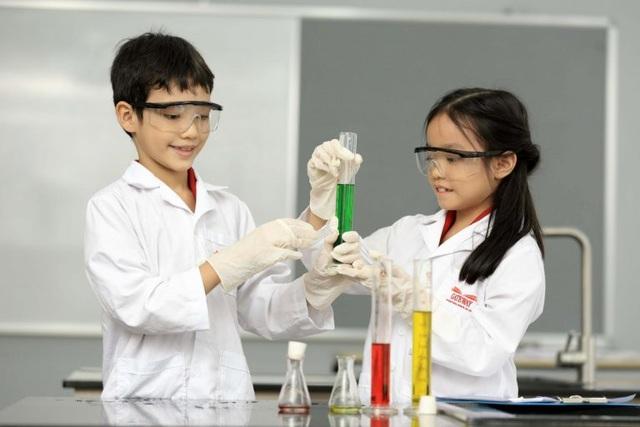 Tại trường Gateway, những thí nghiệm thực tiễn trong giờ học STEAM giúp các em hình thành hứng thú với nghề nghiệp tương lại.