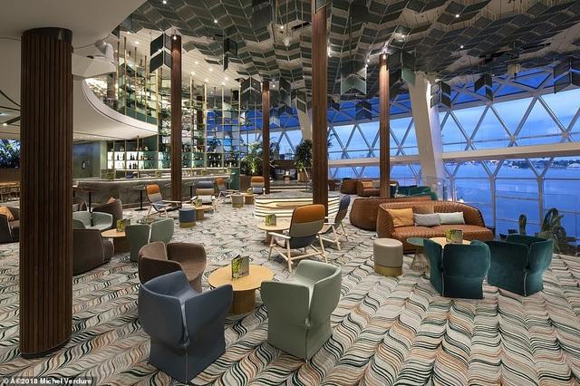 Có rất nhiều điểm của Celebrity Edge gây ấn tượng với các thành viên Cruise Critic, trong đó có Eden (ảnh). Đó là một nhà hàng với chủ đề vườn tuyệt đẹp nơi phục vụ các trải nghiệm ăn tối đáng nhớ.