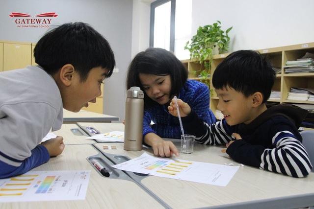 Học sinh trường Gateway thích thú trình bày thí nghiệm của mình