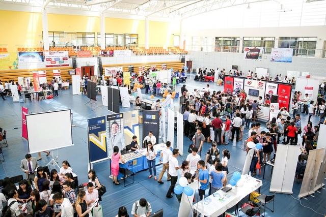 Sinh viên tại ĐH RMIT thường xuyên được kết nối trực tiếp với doanh nghiệp thông qua các sự kiện như ngày hội việc làm.