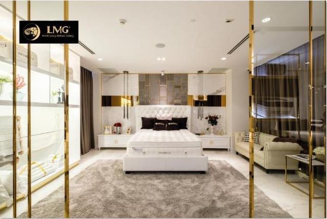 Một trong những góc trưng bày tại showroom LMG, được bài trí như không gian phòng ngủ thể hiện tính cách người sở hữu