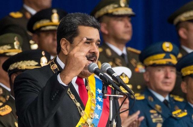 Tổng thống Nicolas Maduro phát biểu tại lễ duyệt binh hồi tháng 8 khi xảy ra vụ tấn công bằng máy bay không người lái chứa bom. (Ảnh: EPA)