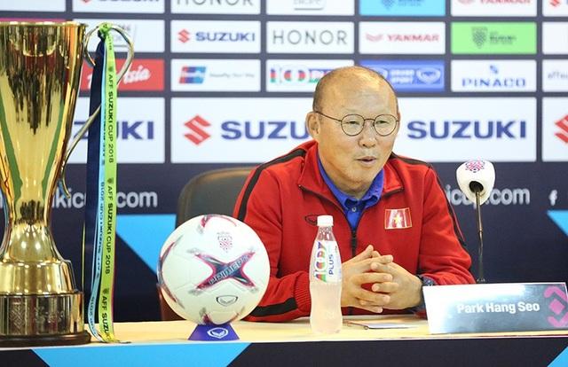 Chiến lược gia người Hàn Quốc thẳng thắn mong muốn sẽ nâng cao cúp vô địch cùng tuyển Việt Nam