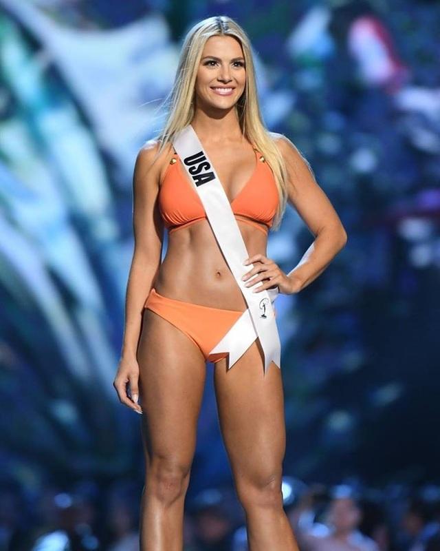 Hoa hậu Mỹ - Sarah Rose Summer trong đêm thi bán kết 13/12.