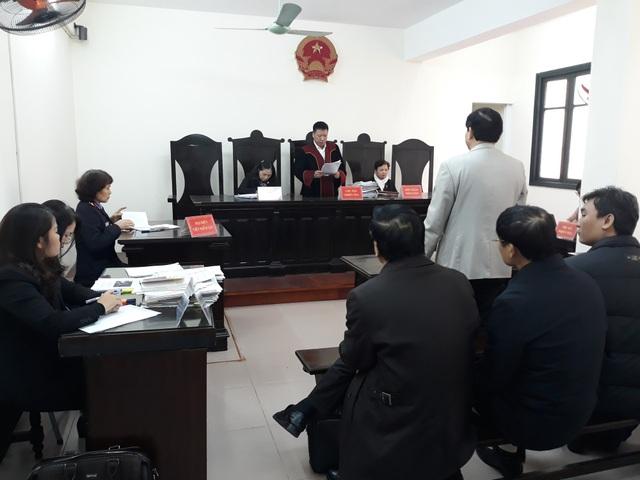 Phiên tòa xét xử vụ Tiến sĩ Hoàng Xuân Quế kiện Bộ GD&ĐT