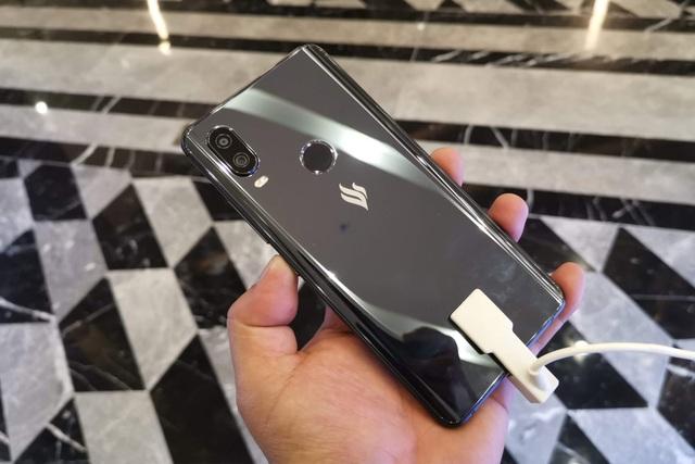 Cận cảnh Active 1+, smartphone có cấu hình khủng nhất của Vsmart - 9
