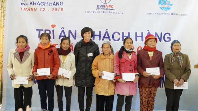 Công ty điện lực Thanh Hóa thăm và tặng quà hộ nghèo nhân tháng tri ân khách hàng năm 2018 - 2