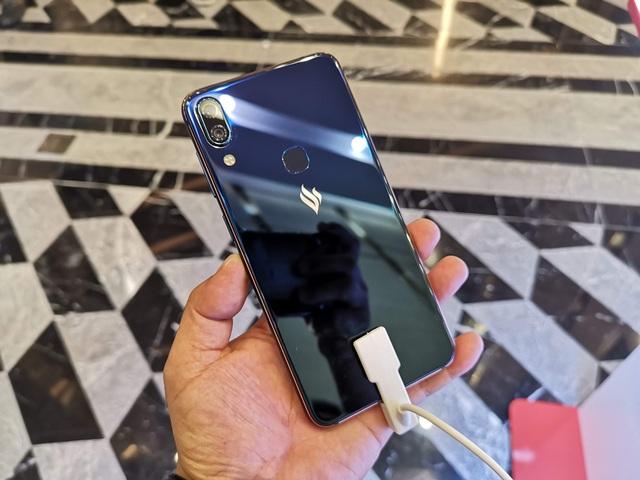 Cận cảnh Active 1+, smartphone có cấu hình khủng nhất của Vsmart - 2