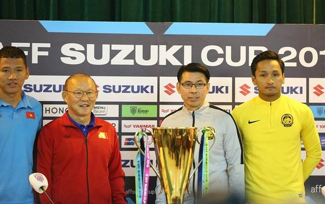 BHL Việt Nam và Malaysia chụp hình giao lưu trước trận chung kết lượt về