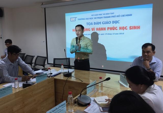 PGS.TS Huỳnh Văn Sơn, Phó hiệu trưởng trường ĐH Sư phạm TPHCM phát biểu tại toạ đàm