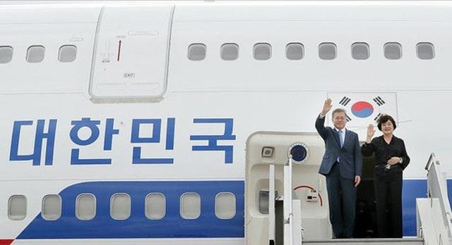 Tổng thống Hàn Quốc Moon Jae-in và phu nhân trong một chuyến công du. Ảnh: Văn phòng Tổng thống Hàn Quốc