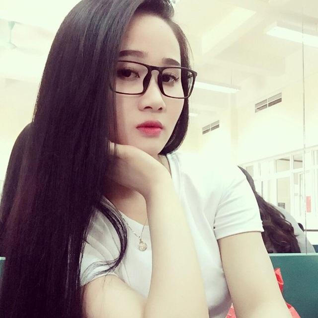 Cô từng viết một bức tâm thư dài gửi bạn trai sau khi đến sân cỏ cổ vũ tuyển Việt Nam đá trận bán kết lượt về.