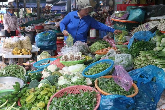 Giá rau tăng cao từ 2-3 lần sau lũ