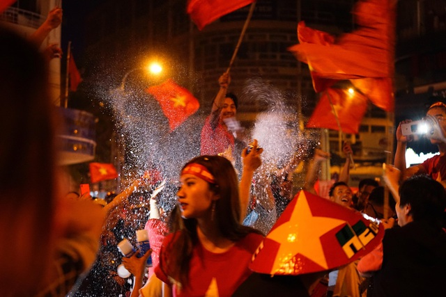 Sắc đỏ Sài Gòn (Ảnh: Phạm Nguyễn)